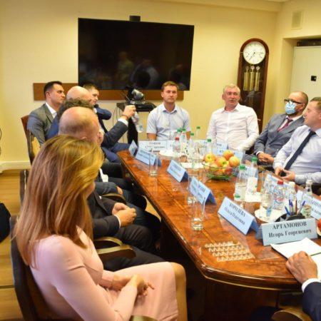 Глава Липецкой области Игорь Артамонов встретился с липчанами, работающими в Москве.